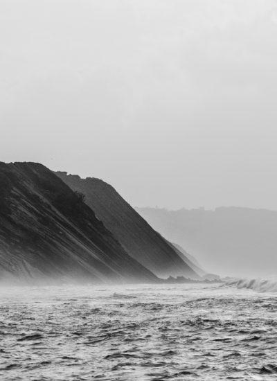 la corniche de socoa les falaises du pays basque un tresor pour la geologie avec une balade en mer sortie en mer excursion en bateau Explore Ocean