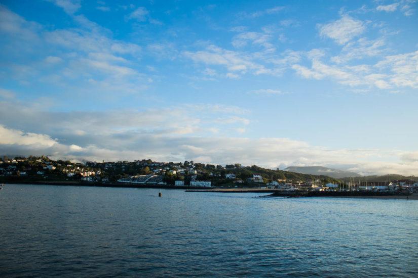 fort de socoa au pays basque saint jean de luz catamaran explore ocean whale watching biarritz france bateau boat dolphin navigation paysage famille promenade mer excursion cétacé activité nature port excursion patrimoine basque